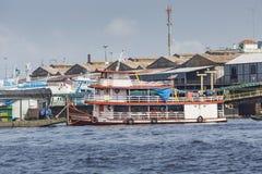 MANAUS, BRAZILIË - OKTOBER 2013: Industrieel schip in de haven van Manaus Royalty-vrije Stock Afbeeldingen