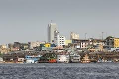 MANAUS, BRAZILIË - OKTOBER 2013: Industrieel schip in de haven van Manaus Stock Foto's