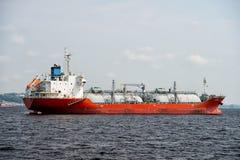 Manaus Brazylia, Grudzień, - 04, 2015: barki wysyłki ładunek w błękitnym morzu Transport i dostawy pojęcie Oceanu transport i tra Zdjęcia Royalty Free