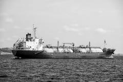 Manaus Brazylia, Grudzień, - 04, 2015: barki wysyłki ładunek w błękitnym morzu Transport i dostawy pojęcie Oceanu transport i Fotografia Royalty Free