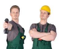 Manbyggnadsarbetare med elektrisk skruvmejsel Arkivfoto