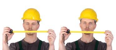 Manbyggnadsarbetare med linjalbandet Arkivbilder