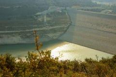 Mancanza di acqua della diga di Alassa a 25% immagine stock