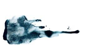 Mancha da cor do índigo da aquarela ou da tinta ou textura do ponto Manchas molhadas fluidas com gotas do gotejamento fotografia de stock