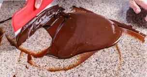 Manchar el chocolate derretido Fotos de archivo