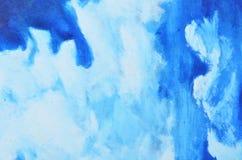 Manchas brancas da pintura da aquarela em uma lona azul Fotos de Stock Royalty Free