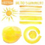 Manchas da aquarela, escovas, sol, rotulando Verão amarelo ilustração royalty free