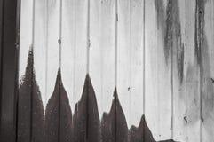 Manchas da pintura branca em uma parede do metal Imagem de Stock