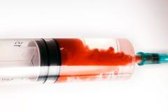 Manchas ensanguentados da agulha da seringa Foto de Stock