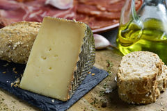 Manchego ser i hiszpańscy zimni mięsa zdjęcie royalty free