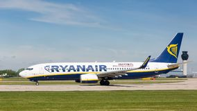 Ryanair Boeing 737-8AS preparing to take off at Manchester Airport Royalty Free Stock Photos