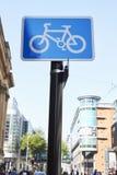 Manchester, Großbritannien - 10. Mai 2017: Zyklus-Weg unterzeichnen herein Manchester City zentrieren Lizenzfreie Stockbilder