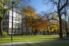 Manchester, Groter Manchester, het UK, Oktober 2013, mening van de bibliotheek van de Metropolitaanse Universiteit van Manchester stock foto