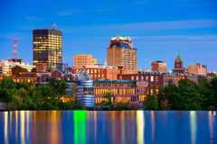 Manchester, horizon de New Hampshire images stock