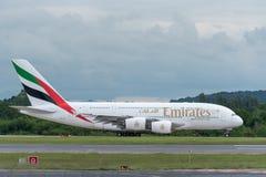 MANCHESTER R-U, LE 30 MAI 2019 : Le vol EK18 d'Airbus A380 d'?mirats vers Duba? commence ? rouler pour le d?collage sur la piste  photo stock