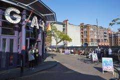 Manchester, R-U - 10 mai 2017 : Extérieur des bâtiments dans le village d'homosexuel du ` s de Manchester Photos libres de droits