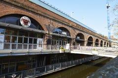 Manchester, R-U - 10 mai 2017 : Extérieur du club de ½ de ¿ de Cafï de comédie dans Deansgate Manchester Image stock