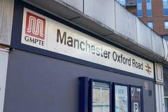 Manchester, Regno Unito - 10 maggio 2017: Esterno della stazione ferroviaria della strada di Oxford a Manchester Fotografia Stock Libera da Diritti