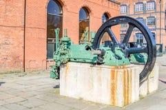 Manchester, Reino Unido - 4 de abril de 2015 - motor histórico en la entrada a Imagen de archivo libre de regalías