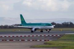 Manchester, Reino Unido - 16 de febrero de 2014: Aer Lingus Airbu Imágenes de archivo libres de regalías