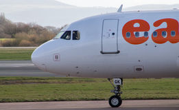 Manchester, Reino Unido - 16 de febrero de 2014: easyJet Airbus A Fotos de archivo libres de regalías