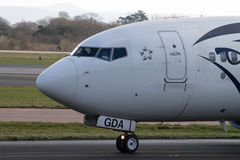 Manchester, Reino Unido - 16 de febrero de 2014: Egyptair Boeing Fotos de archivo