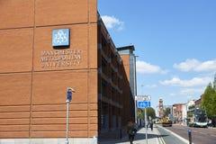 Manchester, Reino Unido - 4 de mayo de 2017: Edificios metropolitanos del campus universitario de Manchester imagen de archivo libre de regalías