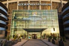 MANCHESTER UK - FEBRUARI 10, 2014: Ingången av Etihad stadion i aftonljuset på February10, 2014 i Manchester, UK Royaltyfri Foto