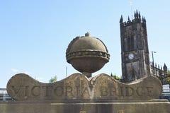 Manchester UK - 4 Maj 2017: Yttersida av den Manchester domkyrkan Royaltyfri Foto