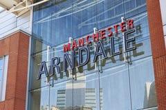 Manchester UK - 4 Maj 2017: Yttre detalj av den Arndale shoppingmitten i Manchester UK Arkivfoto