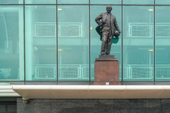 Manchester, UK - March 4, 2018 : Sir Matt Busby Statue in front Stock Photography