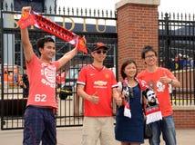 Manchester United-Fans am Stadion Stockbild