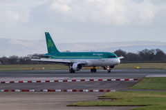 Manchester, United Kingdom - February 16, 2014: Aer Lingus Airbus A320 arriving to Manchester Airport royalty free stock images