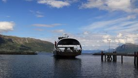 Manchmal es ` s nicht so einfach, an die andere Seite des Fjords zu gelangen stock video