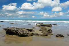 Mancora-Strand in Peru an einem sonnigen Tag Lizenzfreie Stockbilder