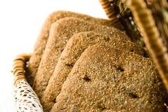 Mand met brood voor picknick royalty-vrije stock afbeeldingen