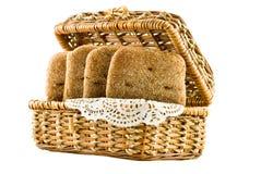 Mand met brood voor picknick stock foto