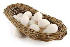Mand met eieren stock afbeeldingen