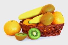 Mand met fruit Royalty-vrije Stock Afbeeldingen