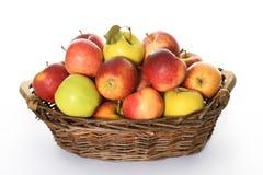 Mand met kleurrijke appelen stock foto's