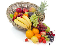 Mand met kleurrijke vruchten Stock Afbeeldingen