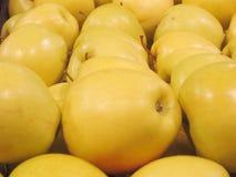 Mand van gele appelen Stock Afbeelding