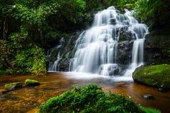 Mandaeng Таиланд водопада, человек Daeng Стоковые Фото