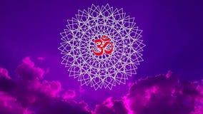 Mandala à jour avec un aum/OM/signe d'ohm contre le ciel dans une tonalité bleue et pourpre vidéo illustration stock