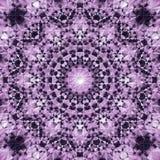 Mandala abstrata na obscuridade - violeta e claro azuis - violeta às cores brancas - fundo quadrado Imagens de Stock Royalty Free