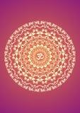 Mandala amarela com o aum do símbolo em um fundo roxo Símbolo espiritual Fundo artístico Fotografia de Stock