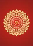 Mandala amarela com o aum do símbolo em um fundo vermelho Símbolo espiritual Fotos de Stock