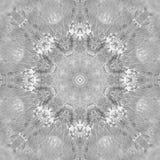 Mandala in bianco e nero di gradazione di grigio con struttura fatta a mano di arte Immagini Stock