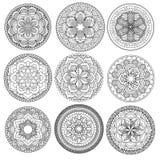 mandala Blumenmandalen eingestellt Bunte grafische Abbildung umreiß Muster Webartgestaltungselement Stockfoto