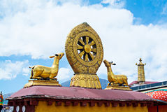 Mandala bouddhiste sur des dessus de toit à Lhasa, Thibet Photo libre de droits